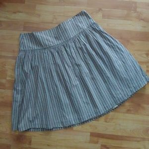 5/$25 OLD NAVY STRIPED SKIRT SIZE 16
